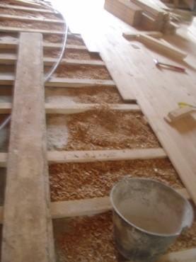 Mise jour de l 39 isolation phonique et pose de parquet conologique et - Isolation copeaux de bois chaux ...
