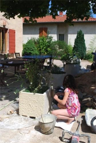 solution conologique pour gros pots de fleurs en ciment et pis beau. Black Bedroom Furniture Sets. Home Design Ideas